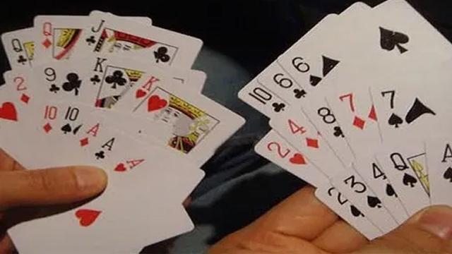 Persamaan Dan Perbedaan Capsa Susun Dan Chines Poker